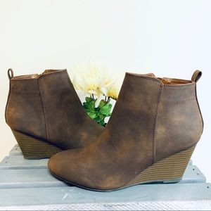 XOXO Distressed Brown Ankle Boots | Size 8.5